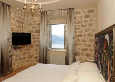 2 deluxe rooms with sharing bathroom
